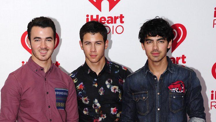 Los Jonas Brothers en el festival de música IHeartRadio 2012