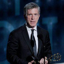 Tom Bergeron recogiendo su Emmy 2012 como presentador de 'Dancing With the Stars'