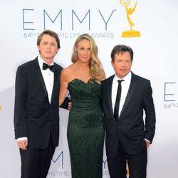 Michael J. Fox, Tracy Pollan y Sam Fox en los Emmy 2012