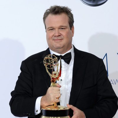 Eric Stonestreet con su Emmy 2012 por 'Modern Family'
