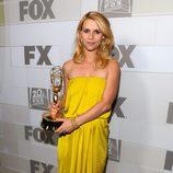 Claire Danes posando con su Emmy 2012 en la fiesta celebrada por la Fox