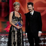 Jeremy Davies y Martha Plimpton en la gala de los Emmy 2012