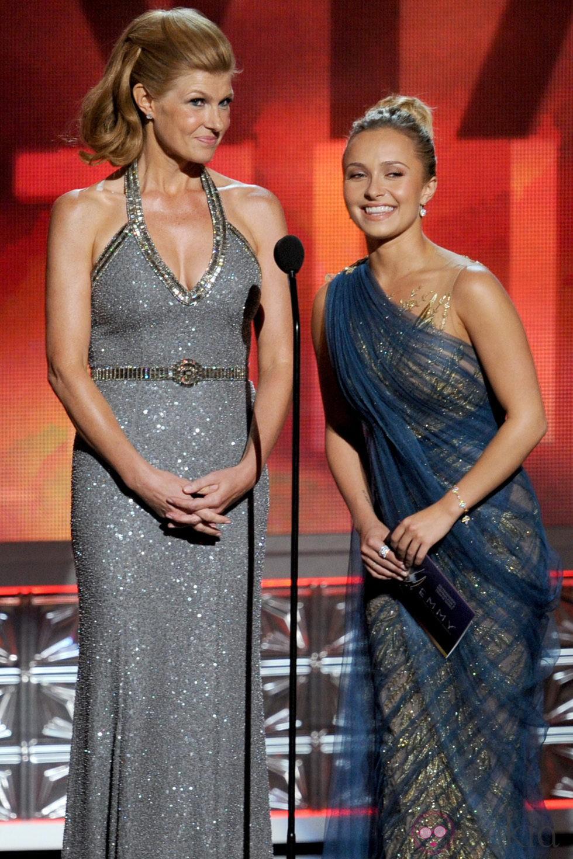 Hayden Panettiere y Connie Britton en la gala de los Emmy 2012