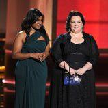 Melissa McCarthy y Mindy Kaling en la gala de los Emmy 2012
