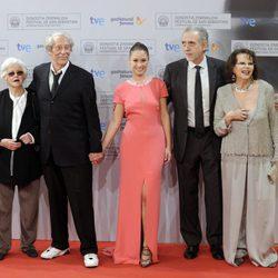 Chus Lampreave, Jean Rochefort, Aída Folch, Fernando Trueba y Claudia Cardinale en el Festival de San Sebastián 2012