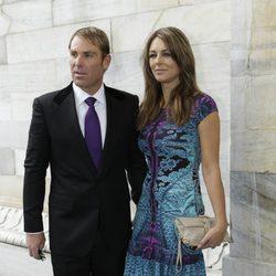 Liz Hurley y Shane Warne en el desfile de Cavalli en la Semana de la Moda de Milán