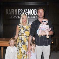 Tori Spelling y su familia