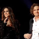 David Bisbal cantando con Malú durante su concierto en el Albert Royal Hall de Londres