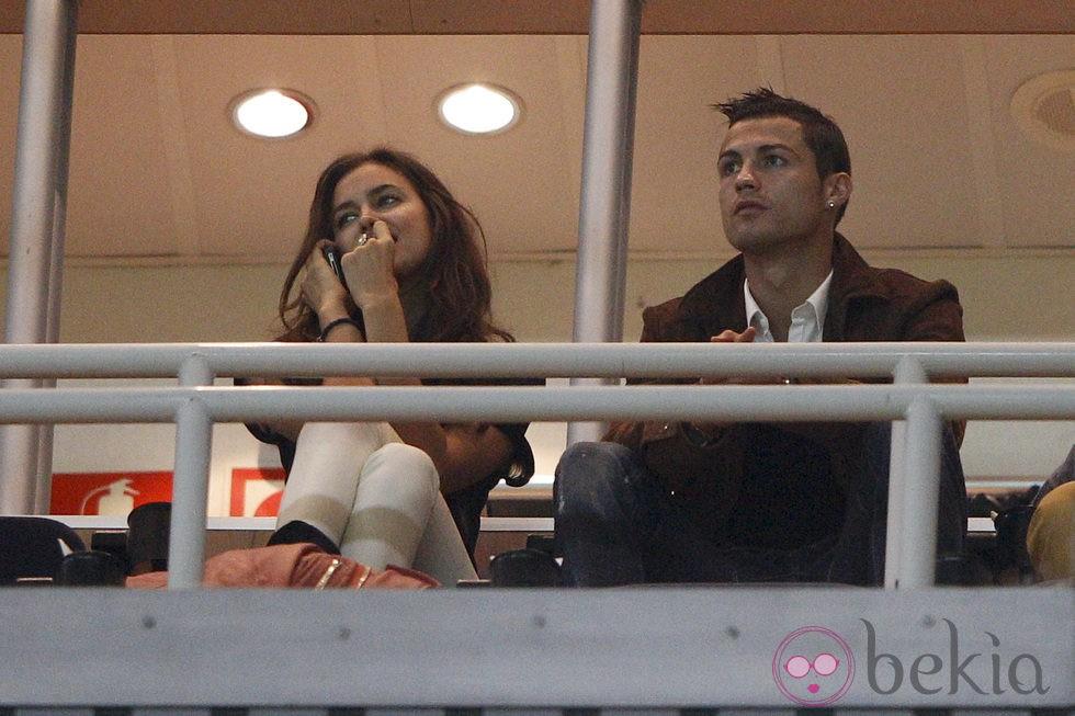 Irina shayk y cristiano ronaldo en el palco del estadio - Palco santiago bernabeu ...