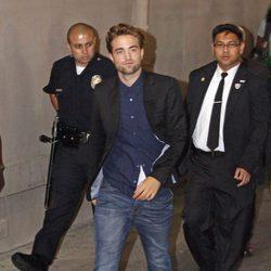 Robert Pattinson a la salida del programa de Jimmy Kimmel