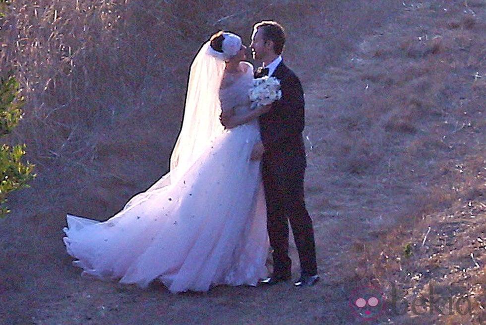 Anne Hathaway y Adam Shulman en su boda