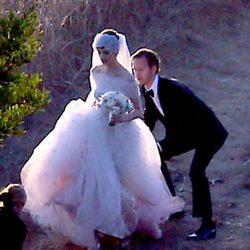 Anne Hathaway y Adam Shulman durante su boda en California