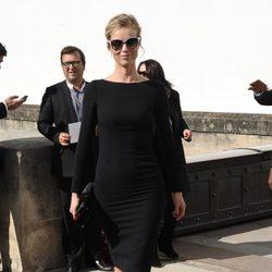 Eva Herzigova en el desfile de Dior de la Semana de la Moda de París