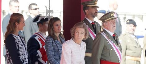 Los Reyes, los Príncipes y la Infanta Elena en un acto en el Palacio Real