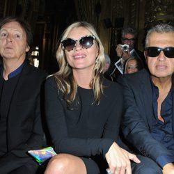 Paul McCartney, Kate Moss y Mario Testino en la Semana de la Moda de París
