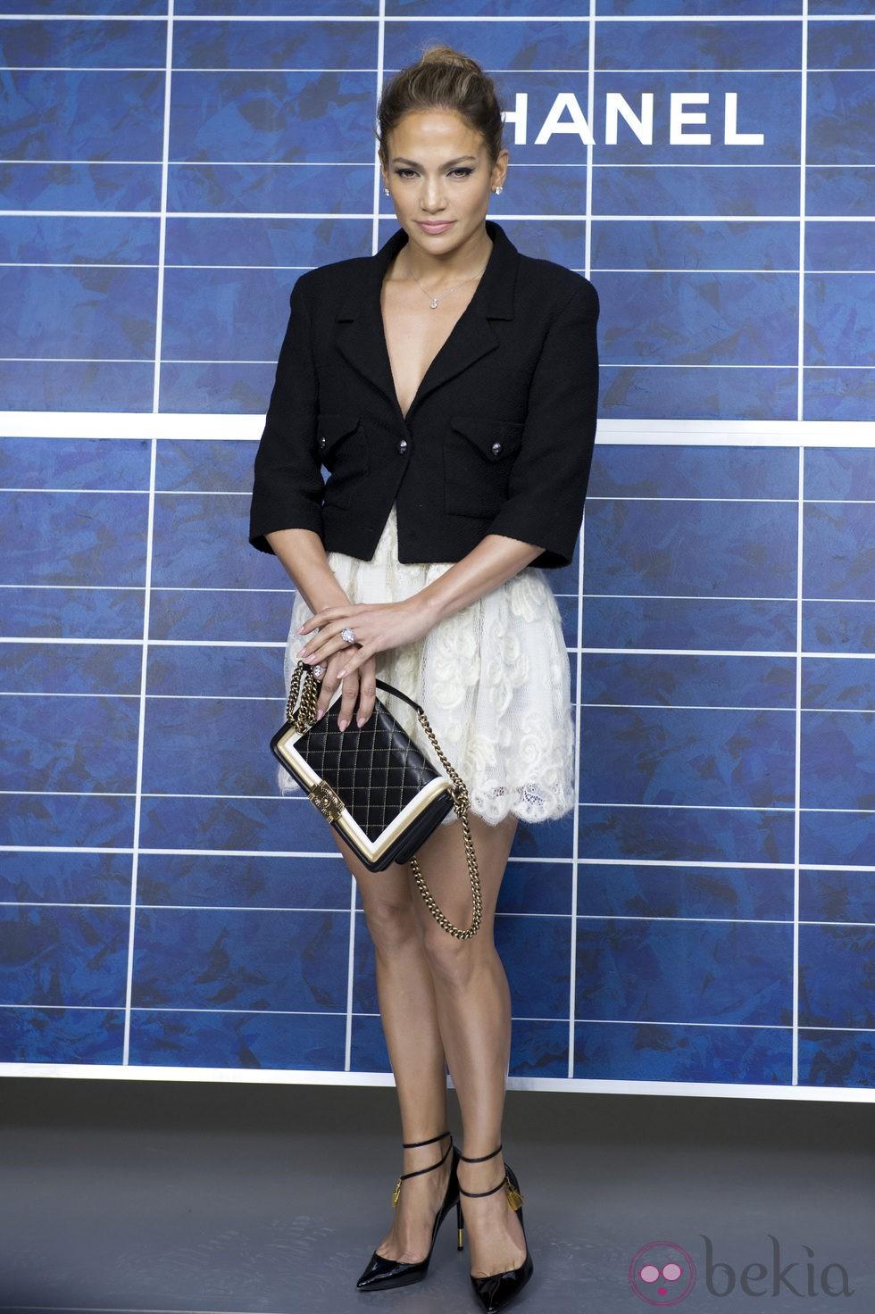 Jennifer Lopez en el desfile de Chanel de la Semana de la Moda de París