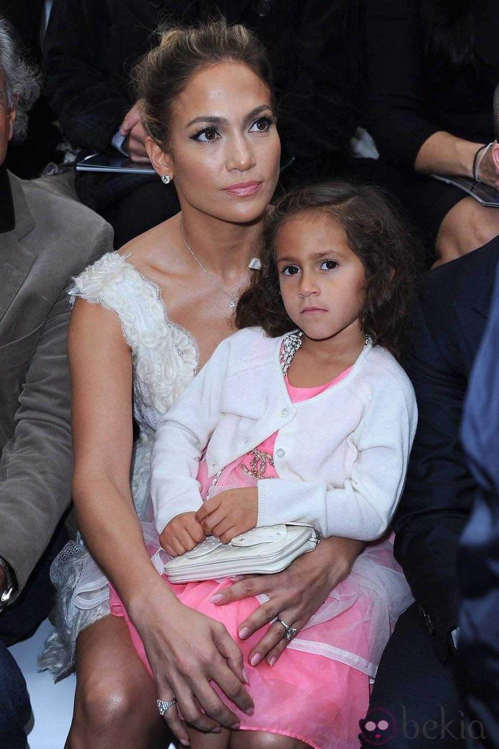 Jennifer Lopez con su hija Emme en la Semana de la Moda de París
