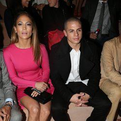 Jennifer Lopez y Casper Smart en la Semana de la Moda de París