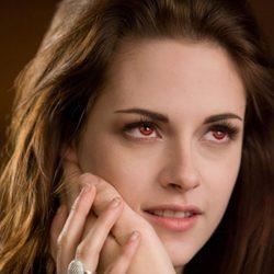 Kristen Stewart muestra su anillo de casada en 'Amanecer.Parte 2'