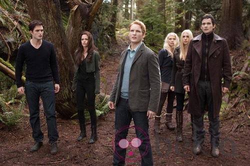 Robert Pattinson, Kristen Stewart y Peter Facinelli en 'Amanecer.Parte 2'