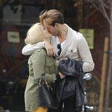 Soraya Arnelas y su novio Miguel Herrera besándose