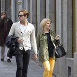 Soraya Arnelas y Miguel Herrera paseando cogidos de la mano por Madrid