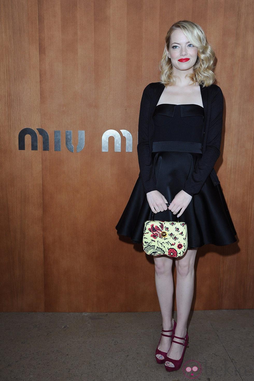 Emma Stone en el desfile de Miu Miu de la Semana de la Moda de París