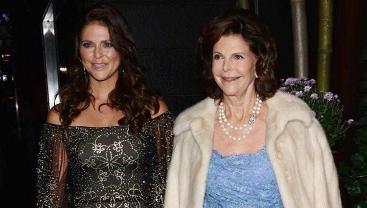 Magdalena de Suecia y la Reina Silvia en una cena de la Cámara de Comercio Sueco-Americana