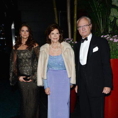 Los Reyes de Suecia y la Princesa Magdalena en una cena de la Cámara de Comercio Sueco-Americana
