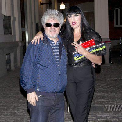 Pedro Almodóvar y Rossy de Palma en la exposición de Jean Paul Gaultier