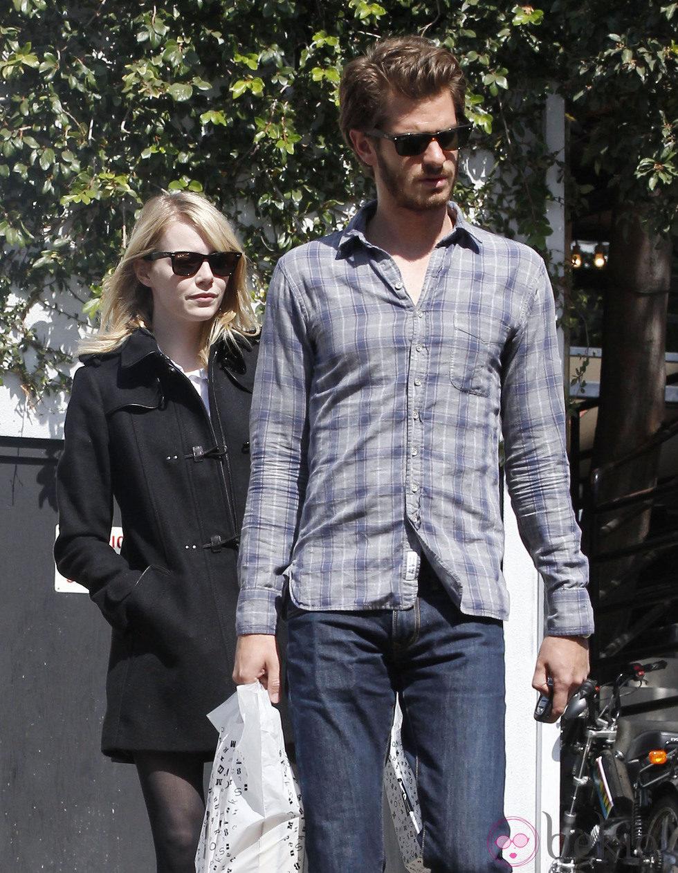 Andrew Garfield y Emma Stone de compras por Hollywood