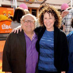 Danny Devito y su mujer Rhea Perlman en el estreno del filme Lorax