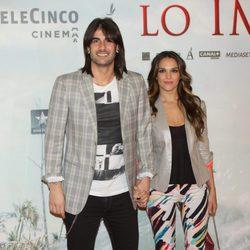 Melendi y La Dama en el estreno de 'Lo Imposible' en Madrid