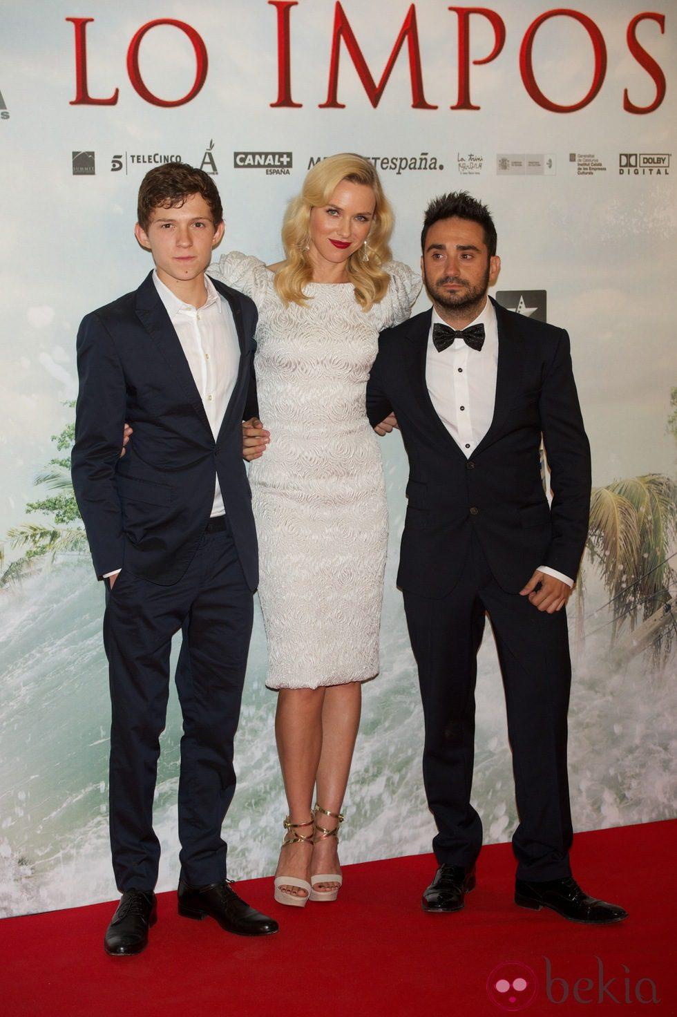 Tom Holland, Naomi Watts y Juan Antonio Bayona en el estreno de 'Lo Imposible' en Madrid