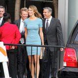 Jon Bon Jovi, George Clooney y Stacy Keibler en un acto de apoyo a Barack Obama