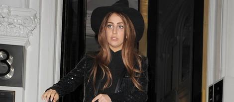 Lady Gaga visita vestida de bruja a Julian Assange en Londres