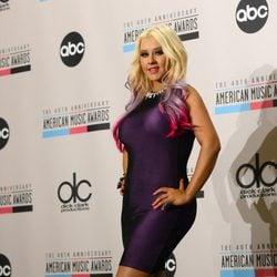 Christina Aguilera leyendo la lista de nominados a los American Music Awards 2012