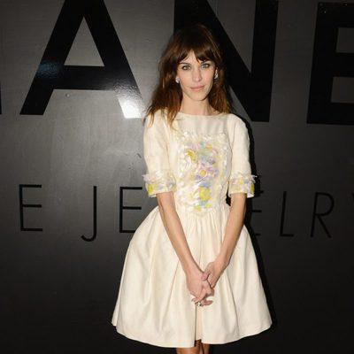 Alexa Chung en el 80 aniversario de las joyas de Chanel