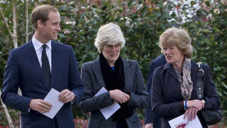 El Príncipe Guillermo de Inglaterra y sus tías en el funeral de su niñera