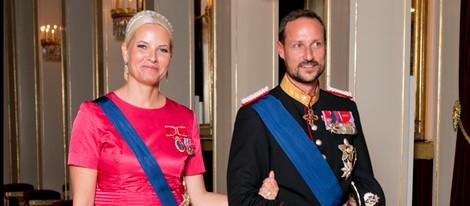 29629_haakon-mette-marit-cena-gala-palacio-real_m.jpg