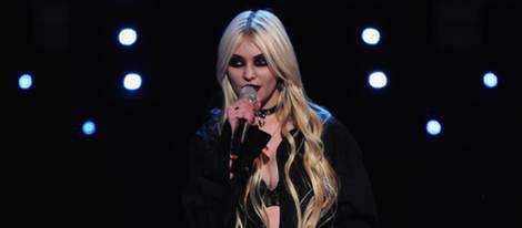 Taylor Momsen actuando durante la MTV Europe Music Awards 2010