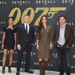 Naomie Harris, Daniel Craig, Bérénice Marlohe y Javier Bardem presentan 'Skyfall' en Nueva York