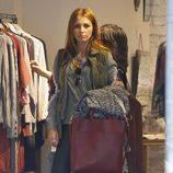 Paula Echevarría de compras en una tienda de Madrid