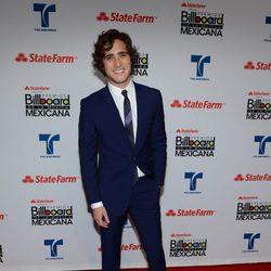 El actor Diego Boneta en la alfombra roja de los premios Billboard Mexican Music Awards 2012