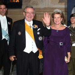 Los Reyes Constantino y Ana María de Grecia en la cena de gala previa a la boda de Guillermo y Stéphanie