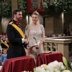 Guillermo de Luxemburgo y Stéphanie de Lannoy durante su boda religiosa