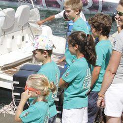 Juan, Pablo e Irene Urdangarín y la Infanta Elena y sus hijos en la Copa del Rey de Vela 2011