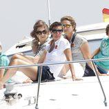 La Reina, la Infanta Elena, María Zurita, Froilán y Pablo Urdangarín en la lancha 'Somni'