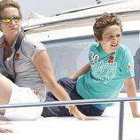 La Infanta Elena y su hijo Felipe a bordo de la lancha 'Somni'