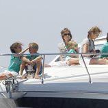 Victoria Federica, Miguel, la Reina, Irene, la Infanta Elena y Froilán en la 'Somni'